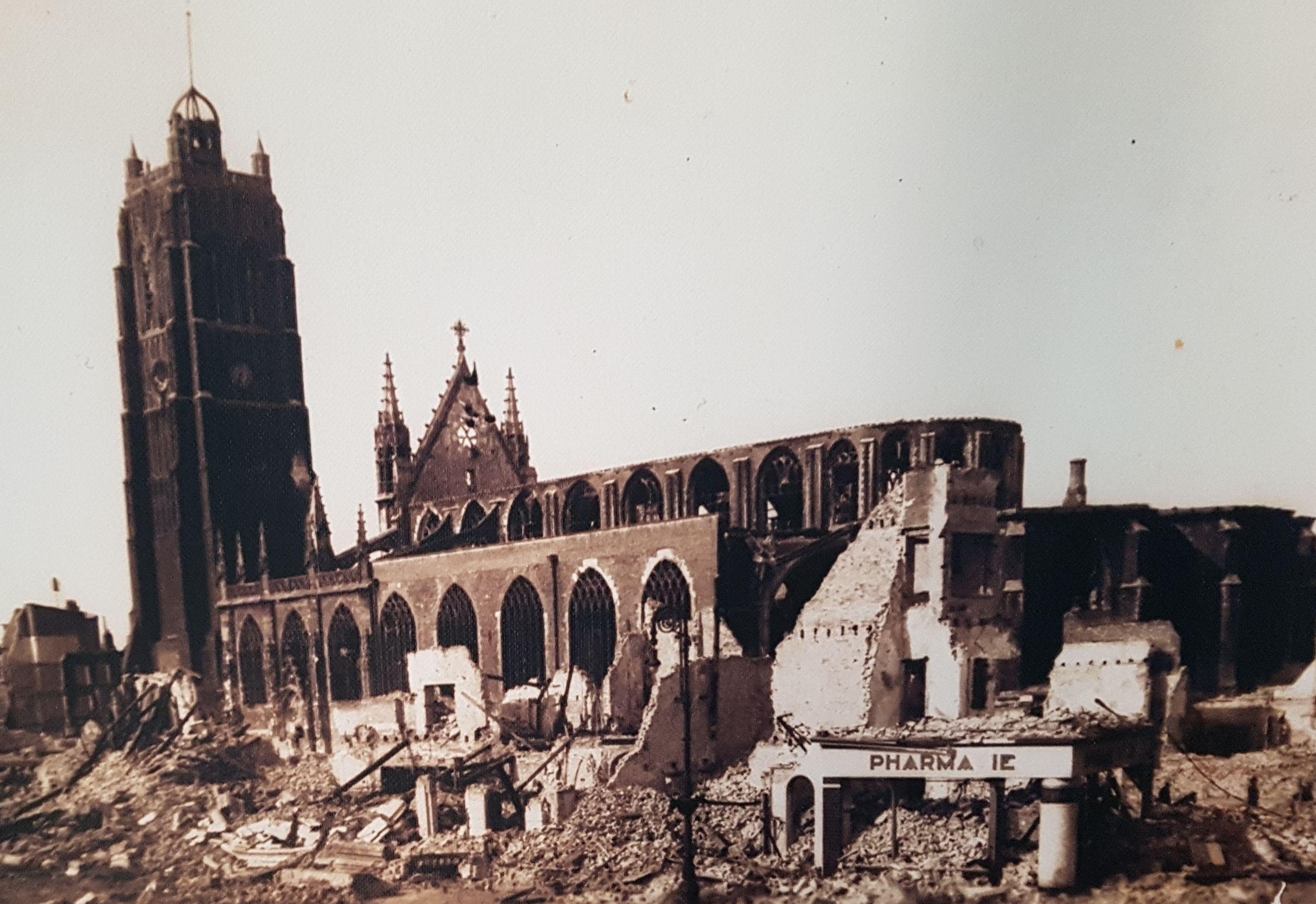 L'église Saint-Eloi après les bombardements à Dunkerque