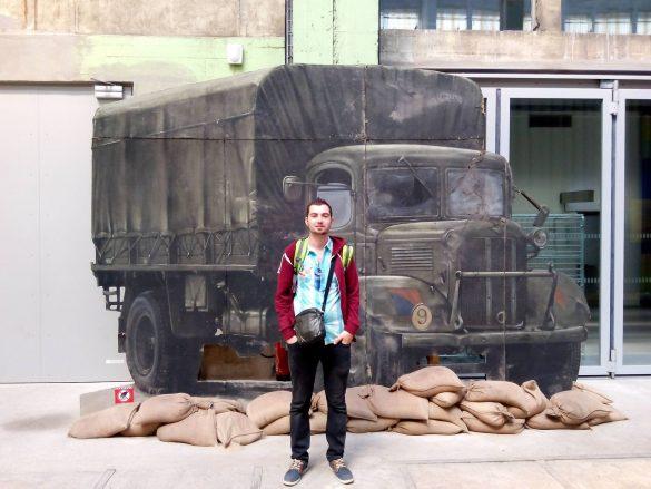 Un camion en carton