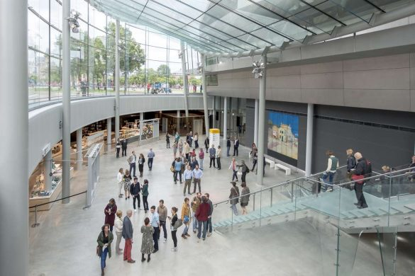 Hall du musée Van Gogh