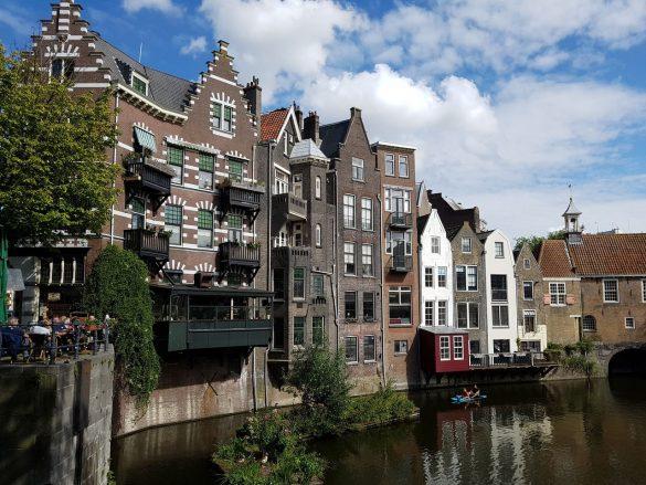 Magnifique vue du vieux port de Rotterdam