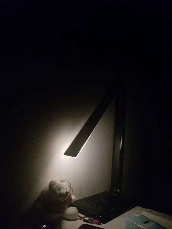 Inclinaison de la lampe Aukey vers la base