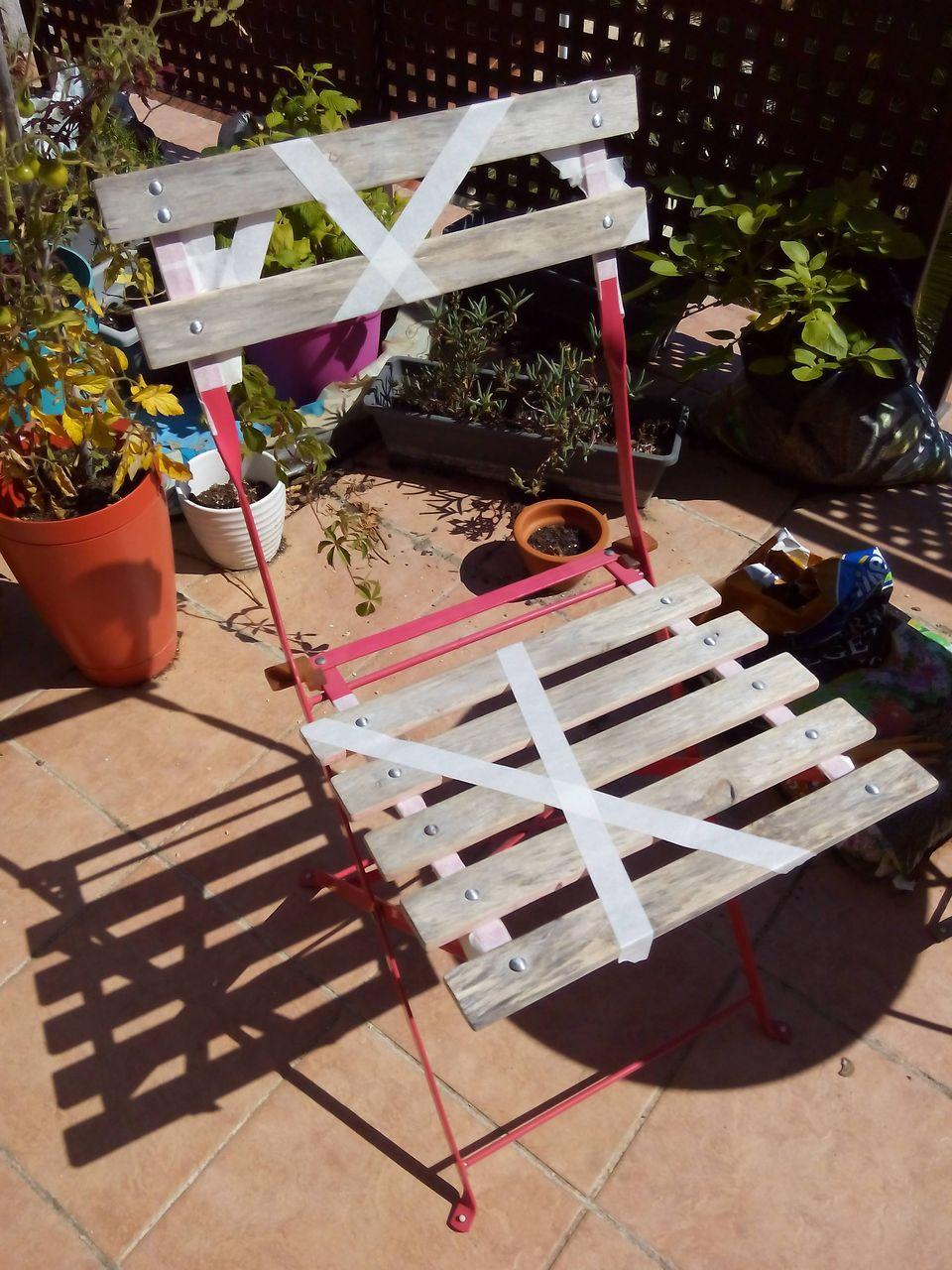 Chaise En Bois Repeinte retaper au lieu de jeter : la chaise de jardin en bois